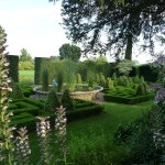 bourton-house-garden-knot-garden-and-basket-pond